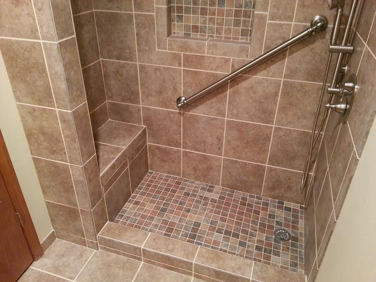 Superbe 5 Foot Tile Shower With Seat