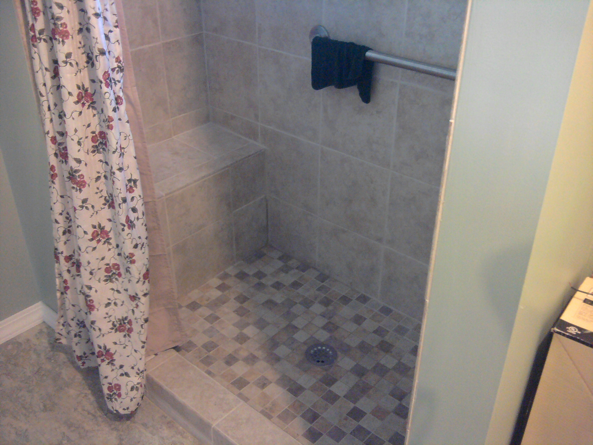 Charmant 5 Foot Tile Shower With Seat